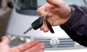 Man-handing-over-car-keys-008